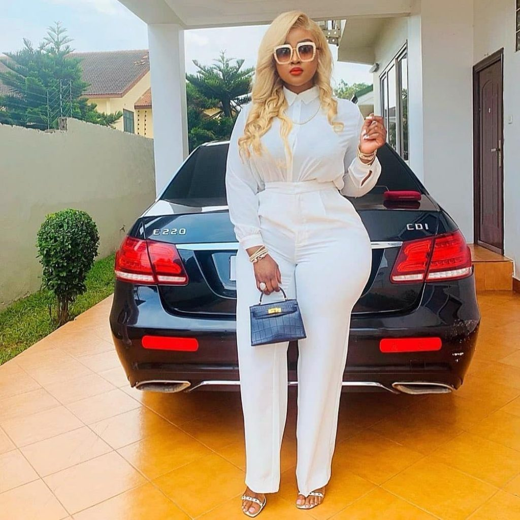 Meet Ghanaian lawyer Akua B, the most curvaceous lawyer in Ghana (photos) 3