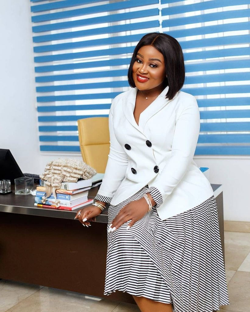 Meet Ghanaian lawyer Akua B, the most curvaceous lawyer in Ghana (photos) 4