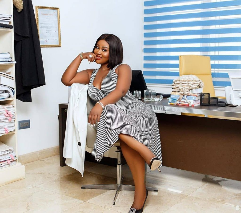 Meet Ghanaian lawyer Akua B, the most curvaceous lawyer in Ghana (photos) 5