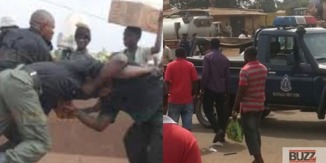 Two Policemen Fight Brutally Over Bribe At Tha Roadside - Video 1