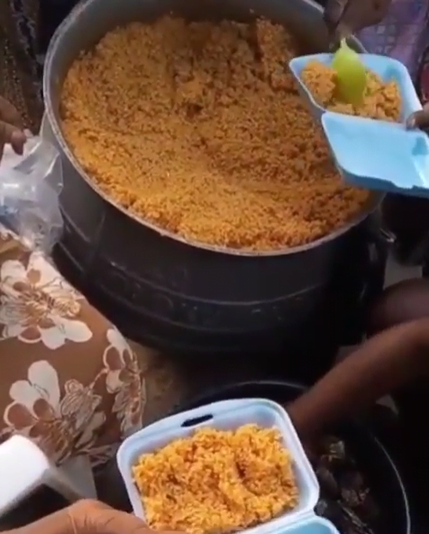 Bobrisky Cooks For Muslims: Shares Nigeria Jollof To Break The Fast - Video 3