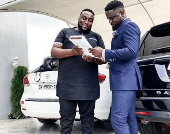Sarkodie allegedly selling 3 of his cars as he returns to Ghana 'broke' 2
