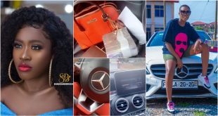Fella Makafui puts the interior of her Benz on display with lots of money. 13
