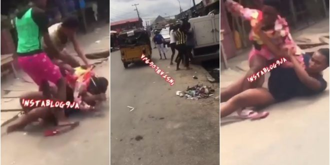 Wonders: Video Of Slay Queens Fighting Over A Man With Dangerous Weapons Surfaces - Watch 1