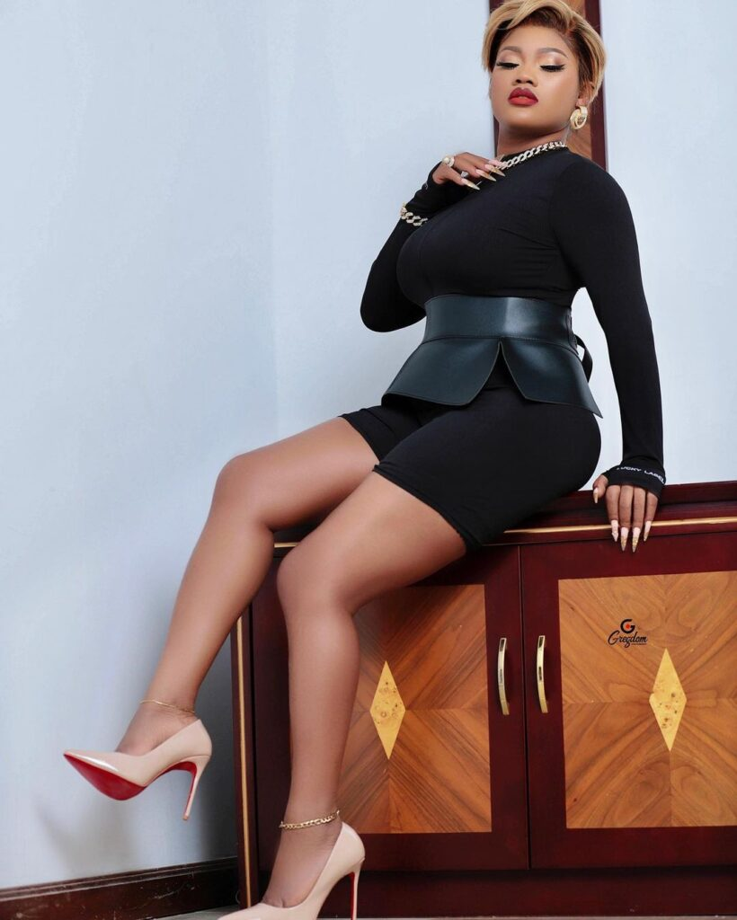 Lil Win's girlfriend Sandra ababio shares sexy and amazing pictures on social media. 5