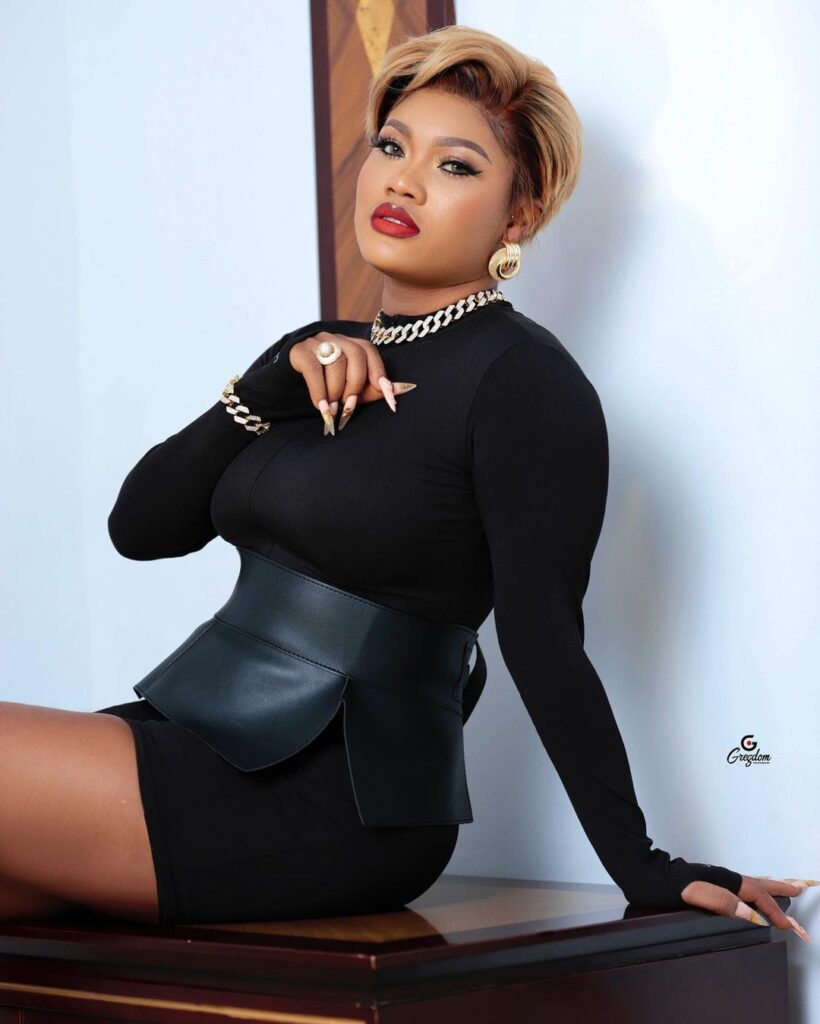 Lil Win's girlfriend Sandra ababio shares sexy and amazing pictures on social media. 4