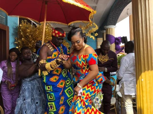 Captain smart flaunts his wife for the first after getting married a year ago (photos). 2
