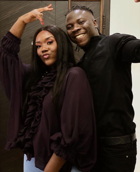 Stonebwoy and wife, Dr. Louisa chills in Jamaica - Video