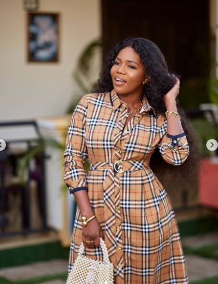 Mzbel finally react after Ga Traditional Women stormed the street to curse her - Video