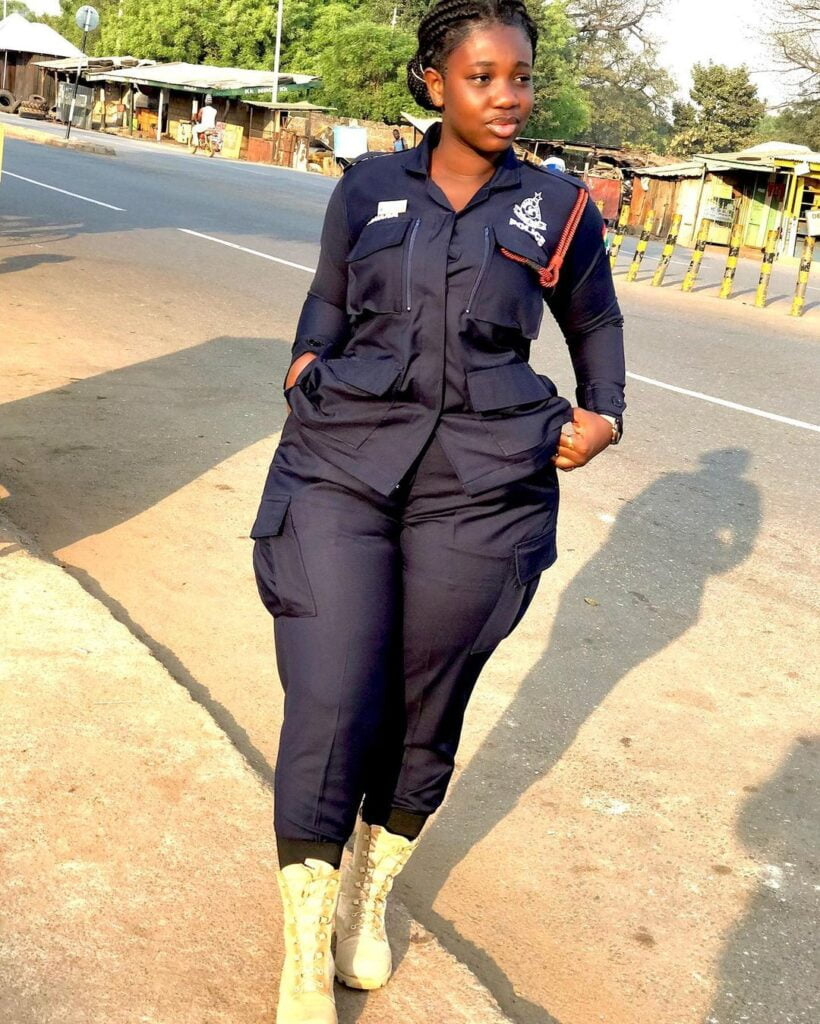 pictures of Beautiful Ghanaian Nurses, Police, and Military women. 13