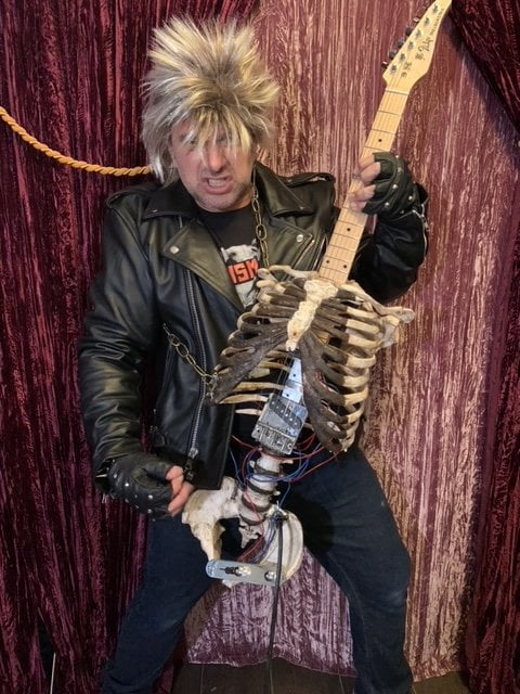 Man makes a guitar out of his dead uncle's skeleton - Photos 2