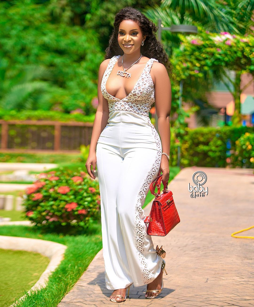 Benedicta Gafah displays her rounded and juicy bo()bs in new video 2