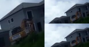 Rich man demolishes house he built for slay queen after she ended relationship with him (video) 3