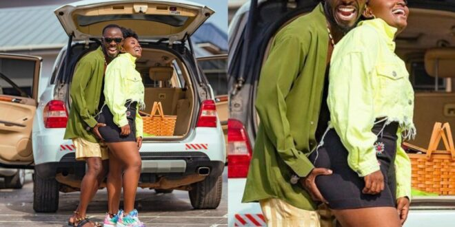 Okyeame kwame grabs the a$$ of his wife in a new photo circulating on social media. 1