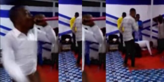 Ghanaian pastor suddenly d!es while leading a prophetic session in church - Video 1