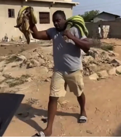 John Dumelo spotted selling plantain after losing elections - Photos 3