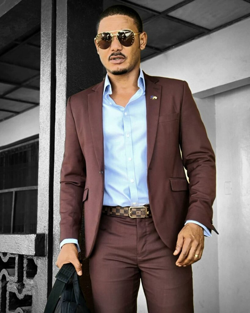 See recent pictures of handsome actor Frank Artus (photos) 2