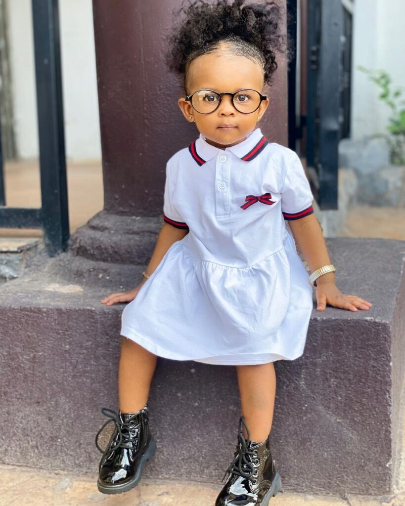 Strongman's 18-month-old daughter, Simona translates English to Twi - Video