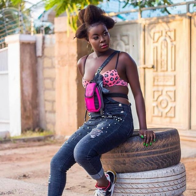 Beautiful Pictures of Date Rush's Fatima surfaces Online. (girls Dem Boss) 4