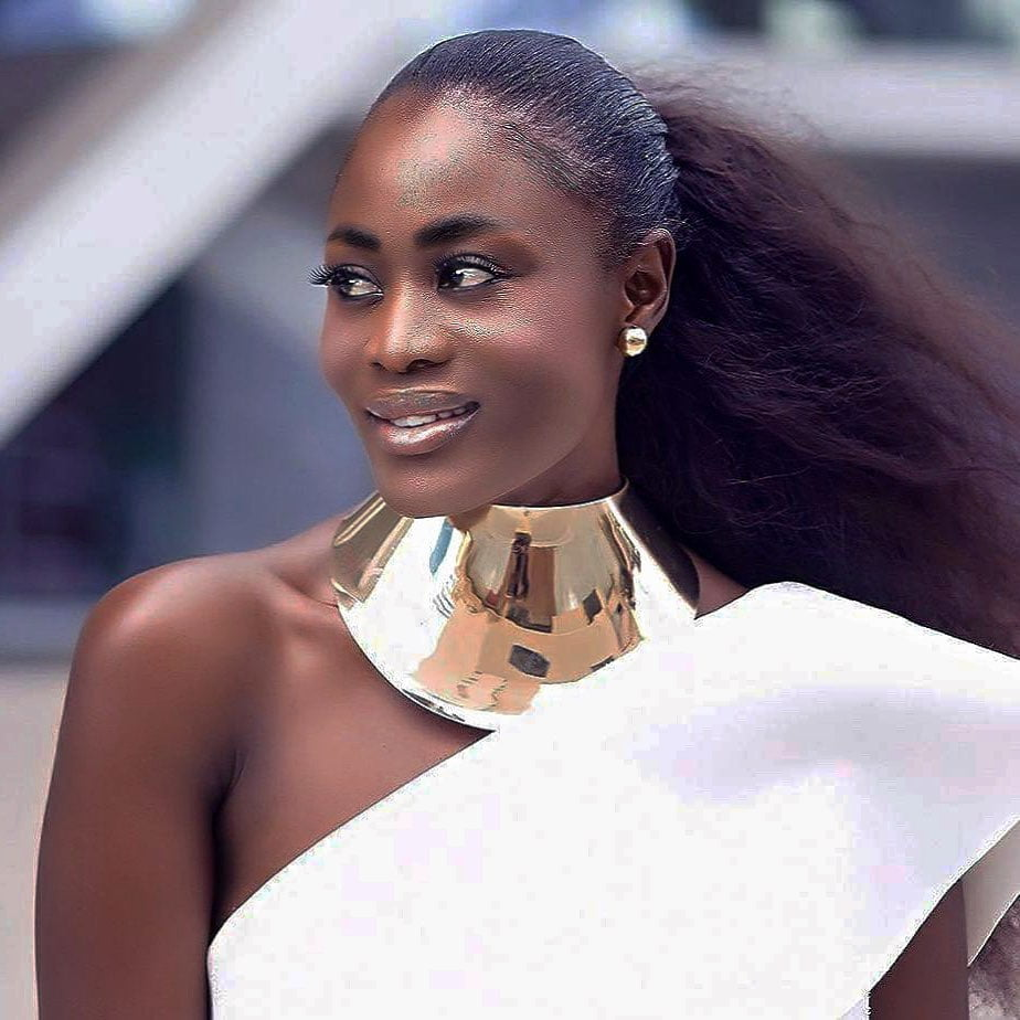 Nana Akua Addo blasted for bleaching her face and forgetting her legs 2