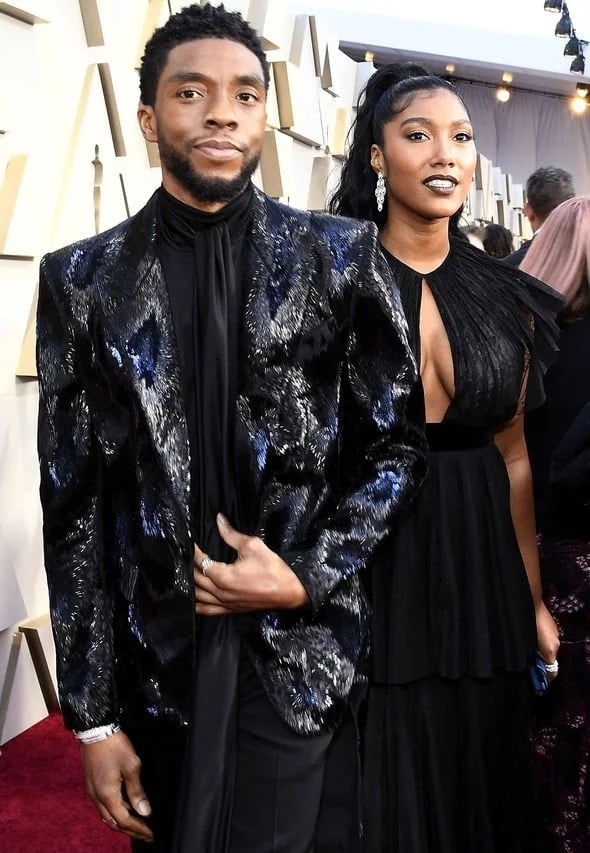 Wife of Late Black Panther actor Chadwick Boseman tears up as she takes his award - Video