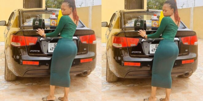 Akuapem Poloo teases fans with her backside photo. 1