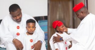 John Dumelo spends time with his son as he teaches him how to swim - Video 7