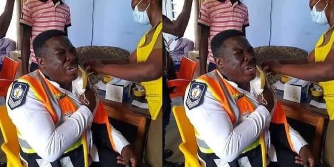 A police officer spottedcrying like a baby While receiving the C()VID-19 vaccine 1
