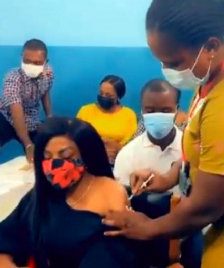 Nana Aba Anamoah takes the COVID-19 vaccine - Video