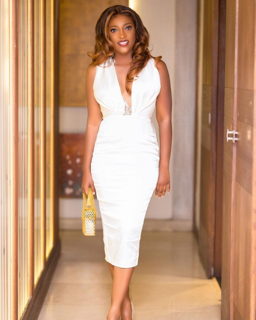 All you need to know about Roseline Okoro, the beautiful younger sister of Yvonne Okoro who just got married - Photos 6