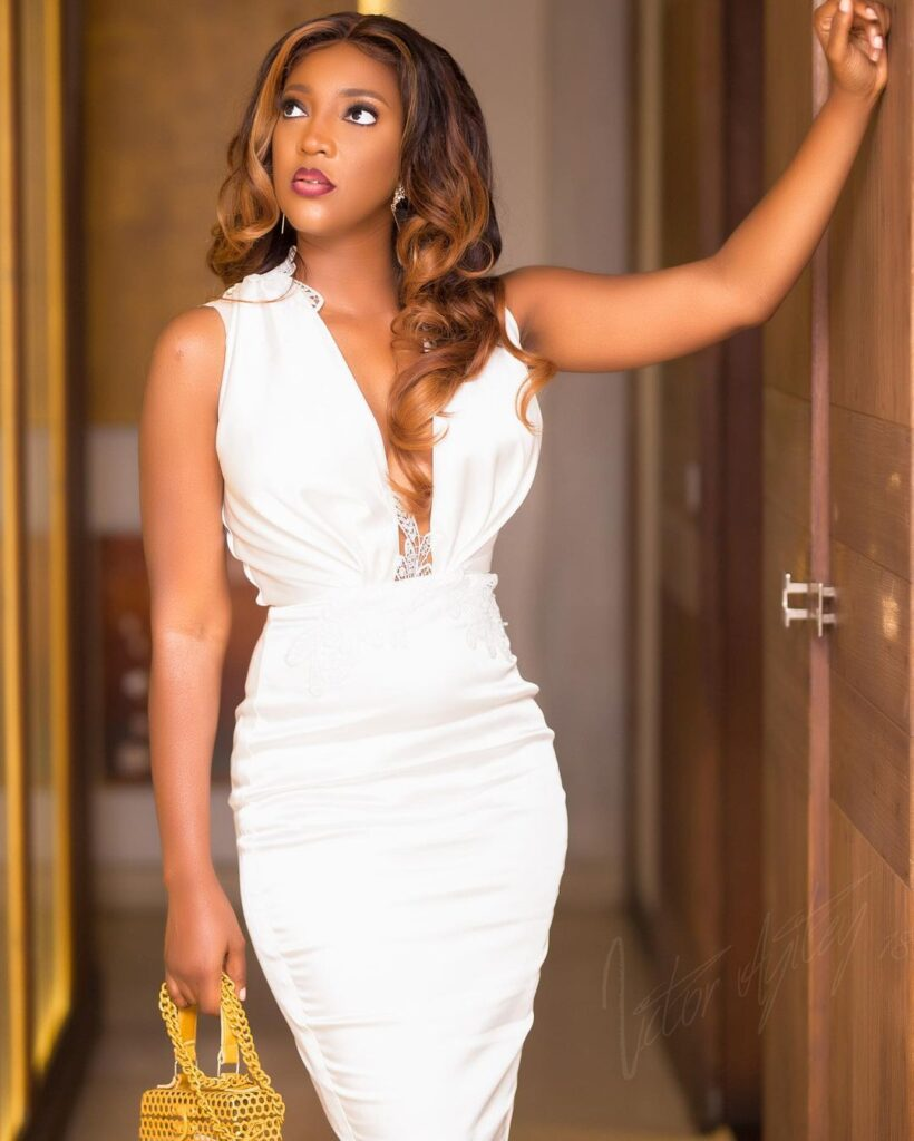 All you need to know about Roseline Okoro, the beautiful younger sister of Yvonne Okoro who just got married - Photos 11