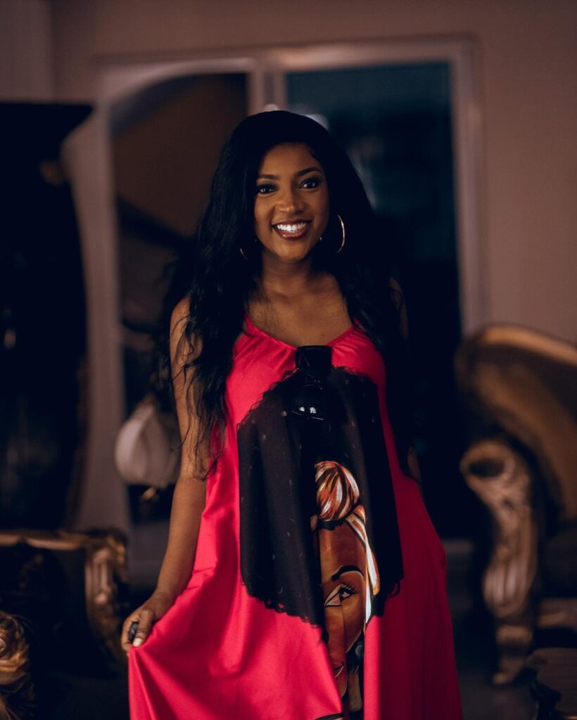 All you need to know about Roseline Okoro, the beautiful younger sister of Yvonne Okoro who just got married - Photos 4