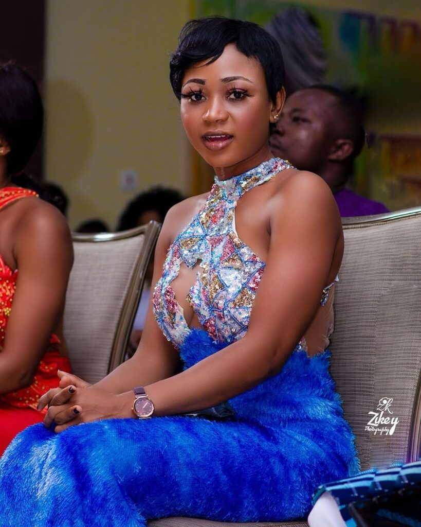 Akuapem Poloo takes a beautiful pose with her Lawyer after her release in new photos 2