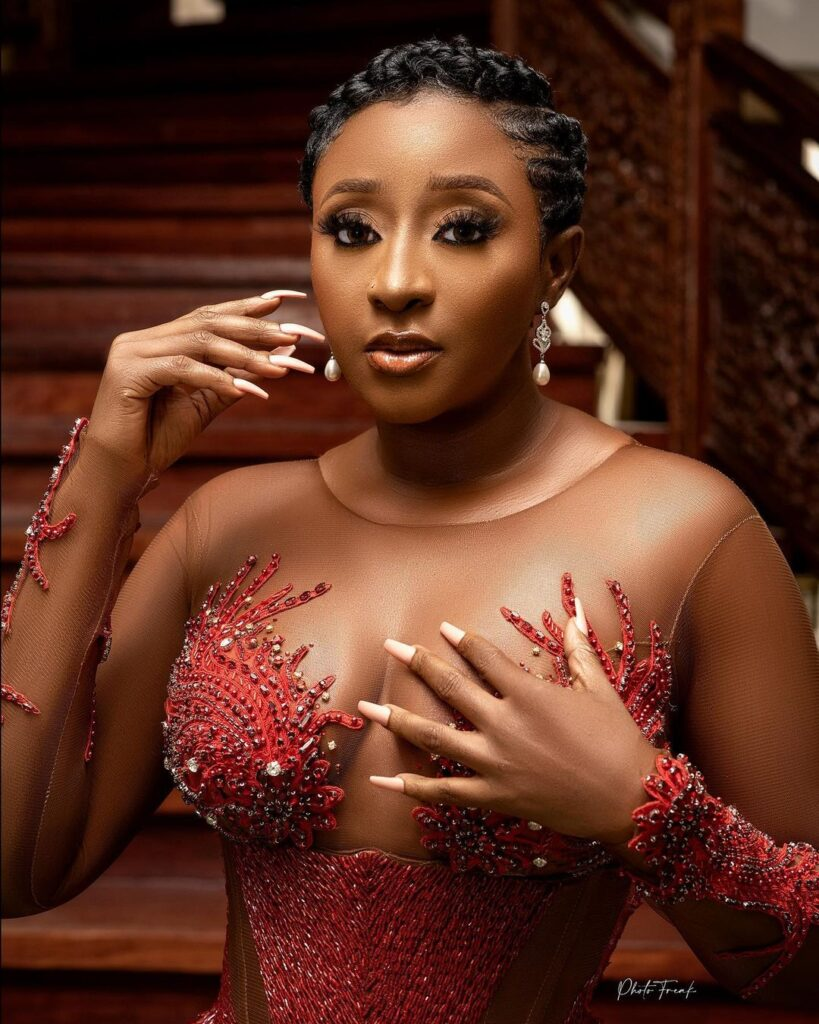 Nigerian Top actress Ini Edo allegedly slept with a Politician for $10,000. 2