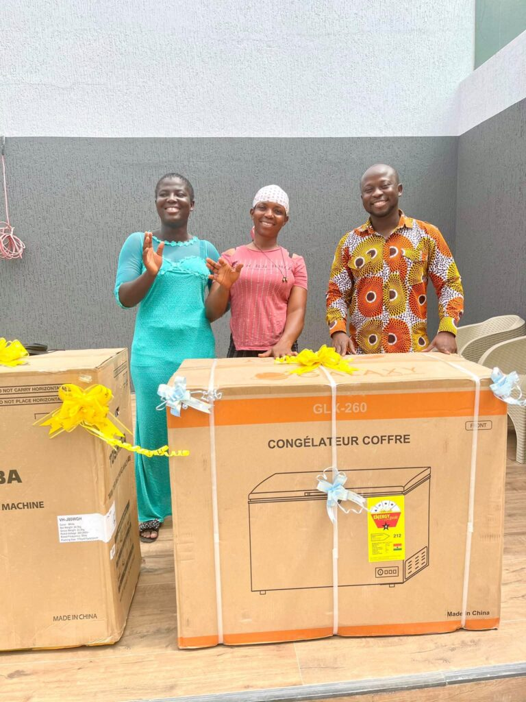 refrigerator, washing machine, and money has been given to viral pure water seller by a Business man (photos) 4