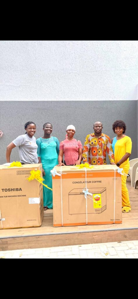 refrigerator, washing machine, and money has been given to viral pure water seller by a Business man (photos) 3