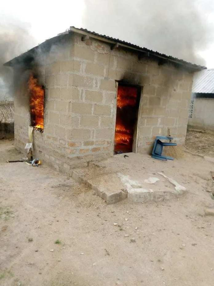 Angry lady sets boyfriend's house on fire after misunderstanding - Photos 4
