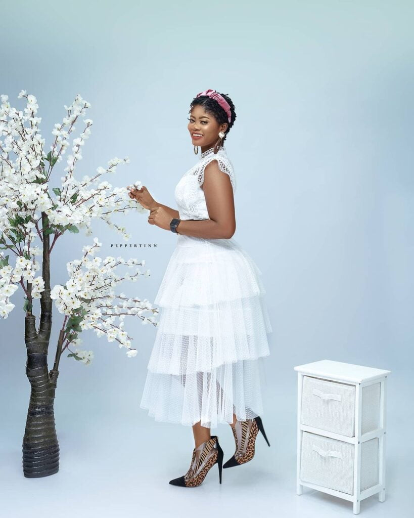 Actress Sheena flood the internet with beautiful photos as she celebrates her birthday 13