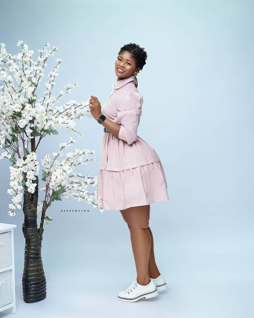 Actress Sheena flood the internet with beautiful photos as she celebrates her birthday 11