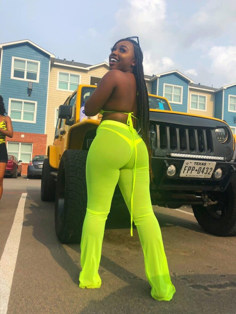 'With this package, my boo will never cheat on me' – Lady brags as she flaunts her assets (Photos) 5