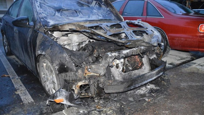 Angry man burns the home and cars of a woman who rejected his proposal - Photos 4