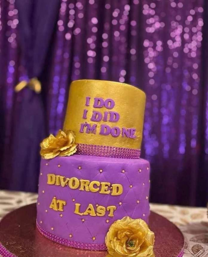 Happily divorced woman organizes a party to celebrate after 15 years of marriage - Video 3