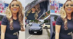"""""""How much do you earn as a Journalist to buy Benz?"""" - fans questions serwaa Amihere after she flaunted her new car (video) 77"""